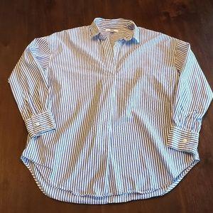 Uniqlo white and blue striped collared shirt S